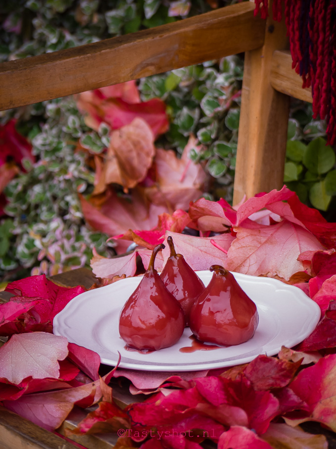 Rode stoofperen recept / poached pears recipe - Photography Gitta Polak www.tastyshot.nl